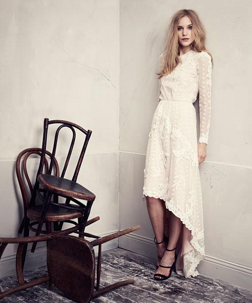 vit lång chiffongklänning